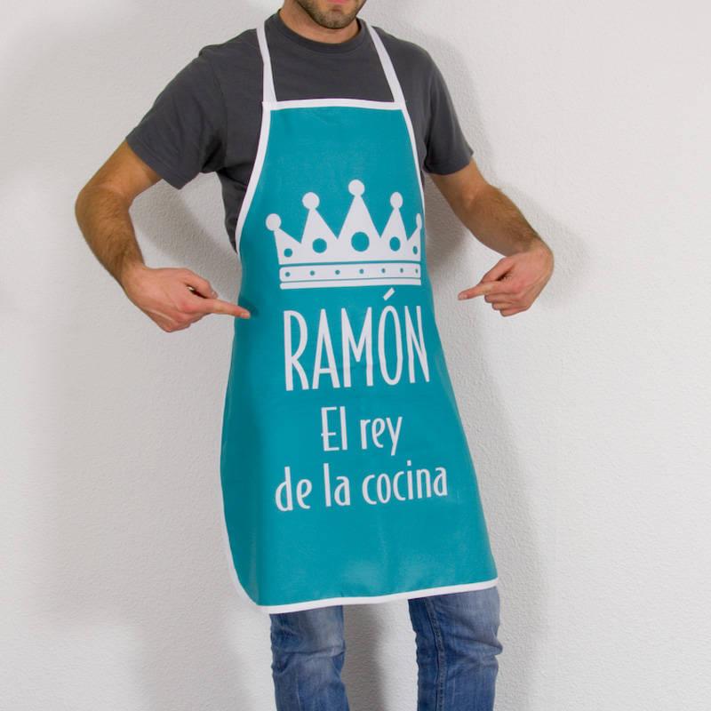 Delantal el rey de la cocina personalizado for Mandiles de cocina originales